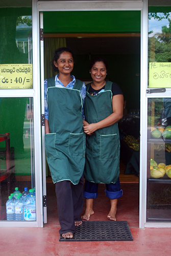anusha_kanchana_frontdoor_shop